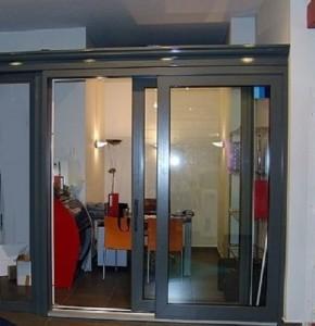 Puertas osciloparalelas carpinteria de aluminio en for Puerta osciloparalela