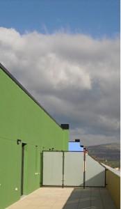 Divisiones terrazas y balcones carpinteria de aluminio for Muro de separacion terraza